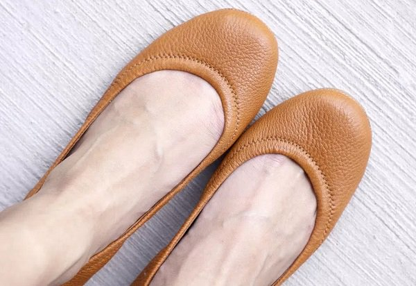 What shoes are suitable for wide foot?